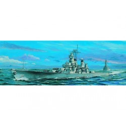 Acorazado USS Iowa BB-61, 1984. Escala: 1:700. Marca: Trumpeter. Ref: 05701.
