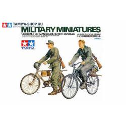 Soldados alemanes en bicicleta. Escala 1:35. Marca Tamiya. Ref: 35240.