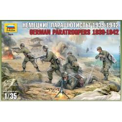 Figuras Alemanes paracaidistas 1939-42. Escala 1:35. Marca Zvezda. Ref: 3628.