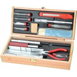 Estuche completo de cutters y accesorios. Contiene 23 piezas. Marca Excel. Ref: 44286.