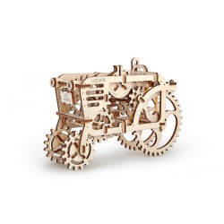 Tractor, madera contrachapada, Kit de montaje, Escala 1:32. Marca Ugears, Ref: 70003.