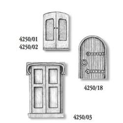 Puerta antigua, 25 x 16 mm. 3 unidades por blister. Marca Amati. Ref: 425003.