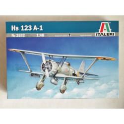 Henschel HS-123 A-1. Escala 1:48. Marca Italeri. Ref: 2632.