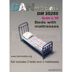 Beds with matresses. Escala 1:35. Marca FCmodeltrend. Ref: DM35250.