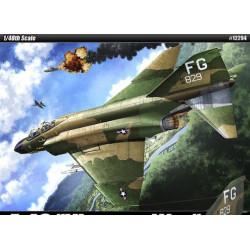 F-4 C Phantom, FG 829. Vietnam War. Escala 1:48. Marca Academy. Ref: 12294.