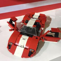 Kit construcción por bloques, coche rojo Ford phantom. Marca Xingbao. Ref: XB-03011.