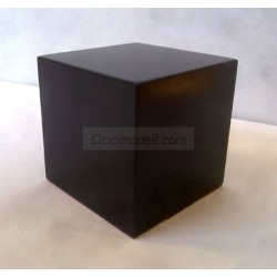 Peana Taco 50 mm altura, Cuadrada 3 x 3 cm , fabricado en MDF lacado en Negro. Tapizado inferior. Marca Peanas.net. Ref: 6000.