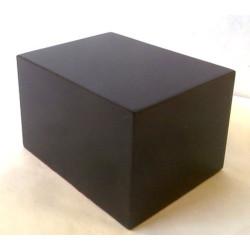 Peana Taco 50mm altura, Cuadrada 8X6 cm , fabricado en MDF lacado en Negro. Tapizado inferior. Marca Peanas.net. Ref: 6005.
