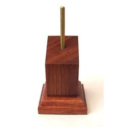 PEANA PEDESTAL Inclinado 4 x 4 cm Bubinga. Marca Peanas.net. Ref: 5011.