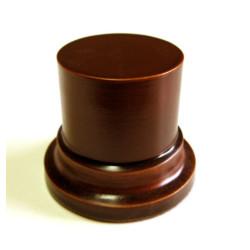 Peana Pedestal 50 mm de altura, parte superior 4,5 cm. Realizado en MDF, Lacada avellana. Marca Peanas.net. Ref: 8001AV.