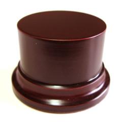 Peana Pedestal 50 mm de altura, parte superior 6,5 cm. Realizado en MDF, lacado caoba. Marca Peanas.net. Ref: 8002C.