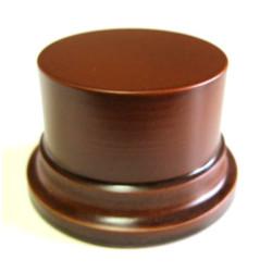 Peana Pedestal 50 mm de altura, parte superior 6,5 cm. Realizado en MDF, lacado Avellana. Marca Peanas.net. Ref: 8002A.