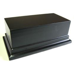 Peana Pedestal 50 mm de altura, parte superior 12 x 6 cm. Realizado en MDF, lacado Negro. Marca Peanas.net. Ref: 8021N.