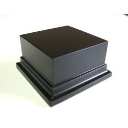 Peana Pedestal 50 mm de altura, parte superior 3 x 3 cm. Realizado en MDF, lacado Negro. Marca Peanas.net. Ref: 8010N.