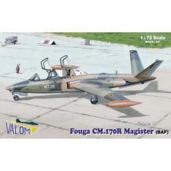 Set avión FOUGA CM.170R MAGISTER. Escala 1:72. Marca Valom. Ref: 72087.