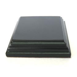Peana Pedestal 20 mm de altura, parte superior 6 x 6 cm. Realizado en MDF, lacado Negro. Marca Peanas.net. Ref: 8812N.