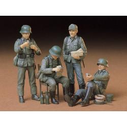 German Soldiers at Rest. Escala 1:35. Marca Tamiya. Ref: 35129.