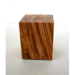 Peana Taco 50mm altura, Cuadrada 4 x 4 cm, Olivo. Tapizado inferior. Marca Peanas.net. Ref: 6001O.