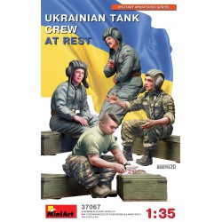 Figuras UKRAINIAN TANK CREW AT REST. Escala 1:35. Marca Miniart. Ref: 37067.