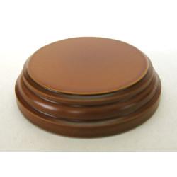 Peana Pedestal 20 mm de altura, parte superior 6.5 cm. Realizado en MDF, lacado Avellana. Marca Peanas.net. Ref: 8802A.