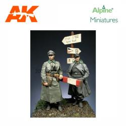 WW2 German Officer Set (2 figs). Escala 1:35. Marca Alpine MIniatures. Ref: 35056.